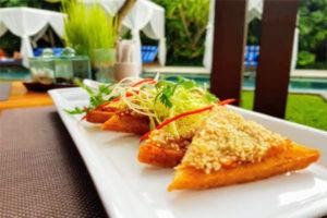 he_elysian_seminyak_seafood_prawn_toast